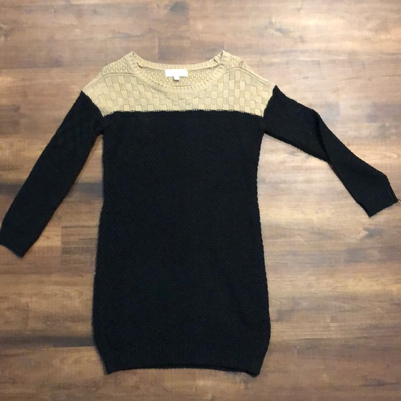Olive & Oak Dresses & Skirts - Olive and Oak knit sweater dress